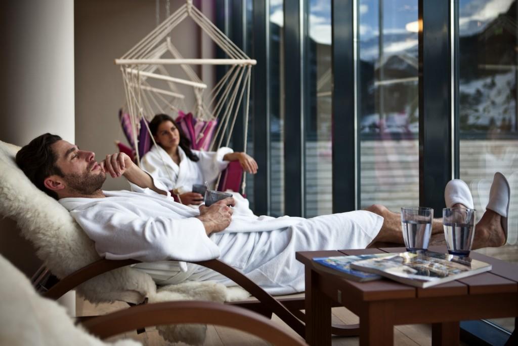 Entspannung pur im SkySpa mit Blick in die Berge  © Bergland Hotel Sölden
